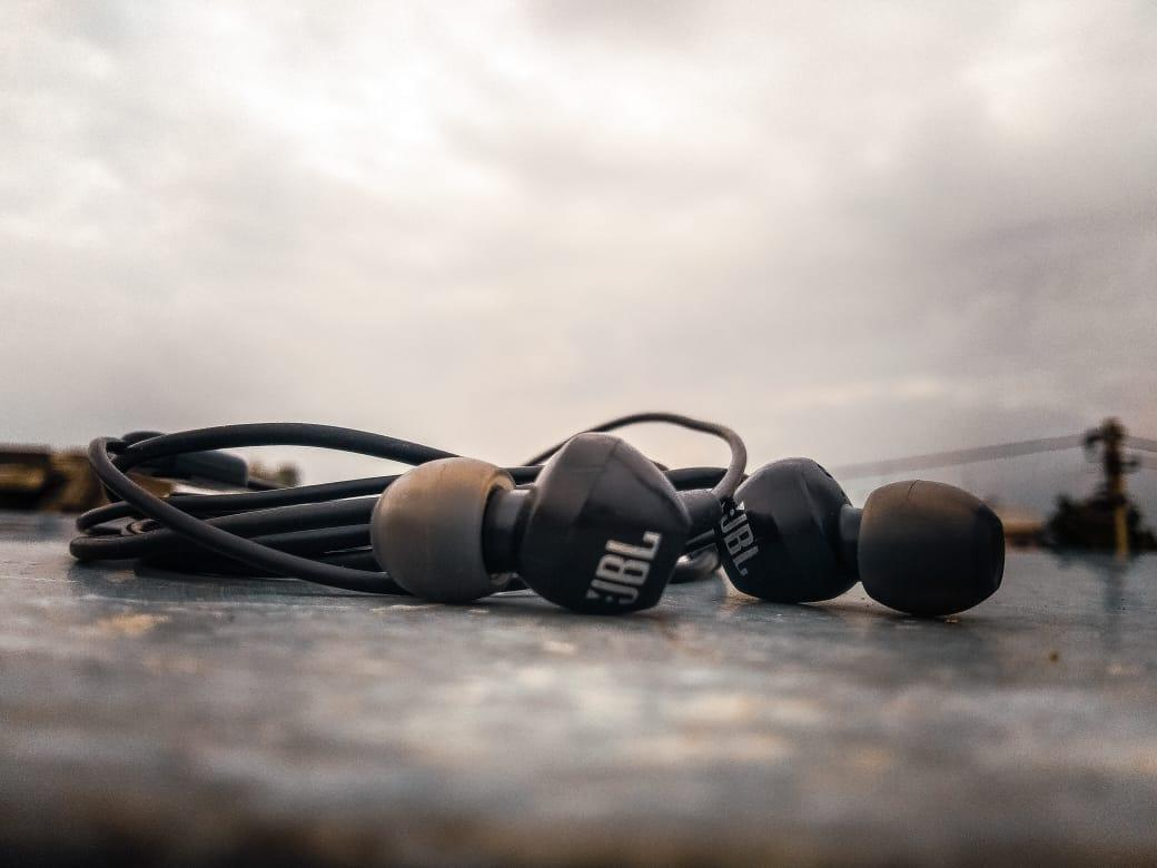Best Earphones Under 1000 in Hindi